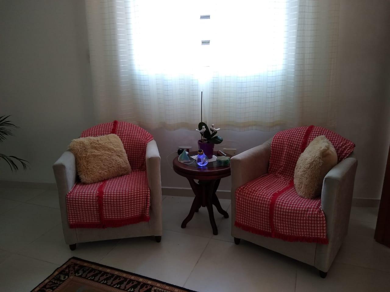 Uma imagem contendo interior, chão, parede, salão;Descrição gerada automaticamente